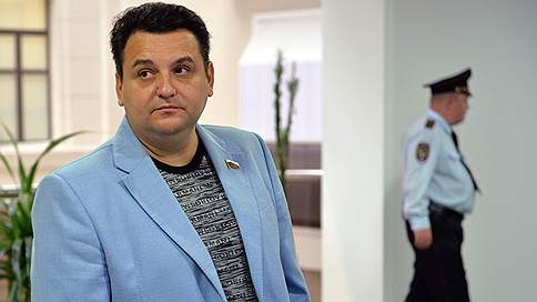 Родственника Олега Михеева освободили с пятой попытки // Басманный суд установил, что племянник экс-депутата Госдумы год просидел без уголовного дела