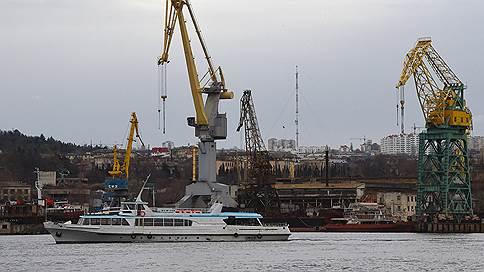 К судостроителям пришли с зарплатой // Руководство Севастопольского морского завода попало под уголовное дело