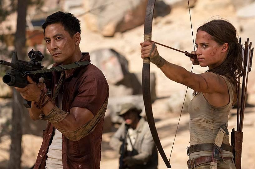В роли Лары Крофт нежной Алисии Викандер приходится поражать врагов не пулями, а в основном стрелами