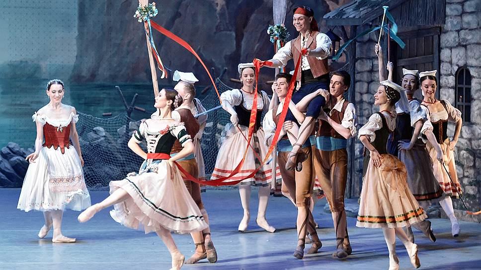 В галопирующем каскаде танцев не нашлось места для изложения сюжета большого романтического балета