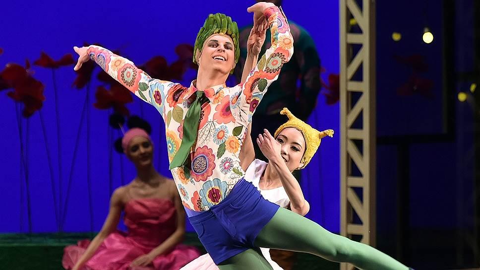 Цветок (Андрей Вешкурцев) пленил Герду (Мики Нисигути) скорее экзотической внешностью, чем красотой танца