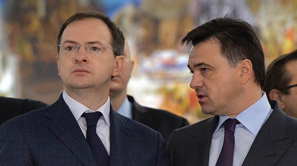 Андрей Воробьев (справа) предложил Владимиру Мединскому подумать над снижением социальной напряженности и административных барьеров в инвестиционной и строительной деятельности