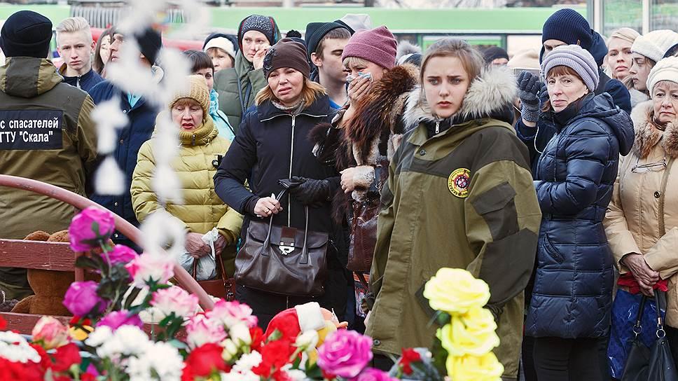 Сборщики помощи семьям погибших и пострадавшим в пожаре в Кемерово пока не знают, на что потратят средства
