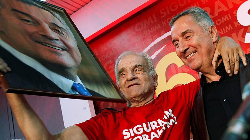 Многие избиратели благодарны Мило Джукановичу (справа) за обретение Черногорией независимости и вступление в НАТО. Выборы покажут, составляют ли они большинство