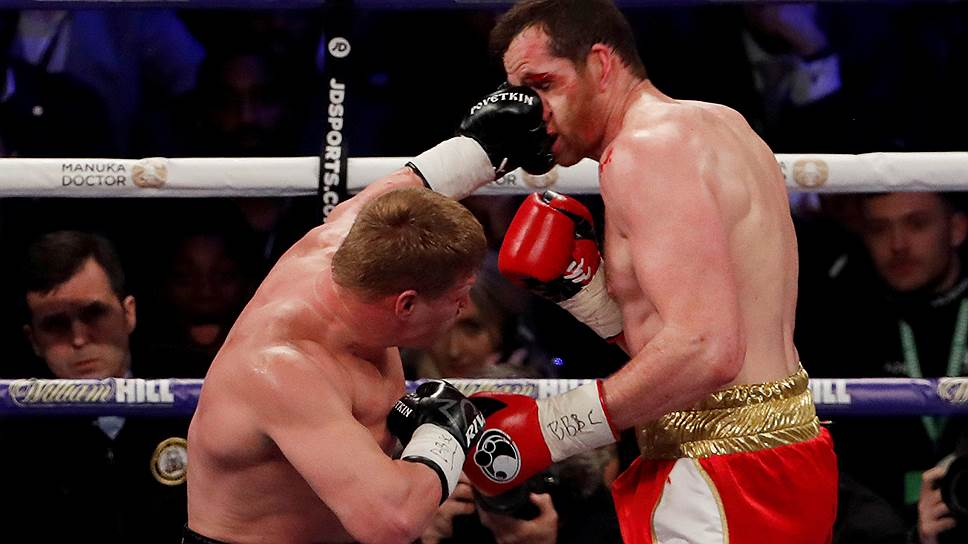 Продемонстрировав прекрасную физическую готовность, Александр Поветкин (слева) нокаутировал Дэвида Прайса в пятом раунде