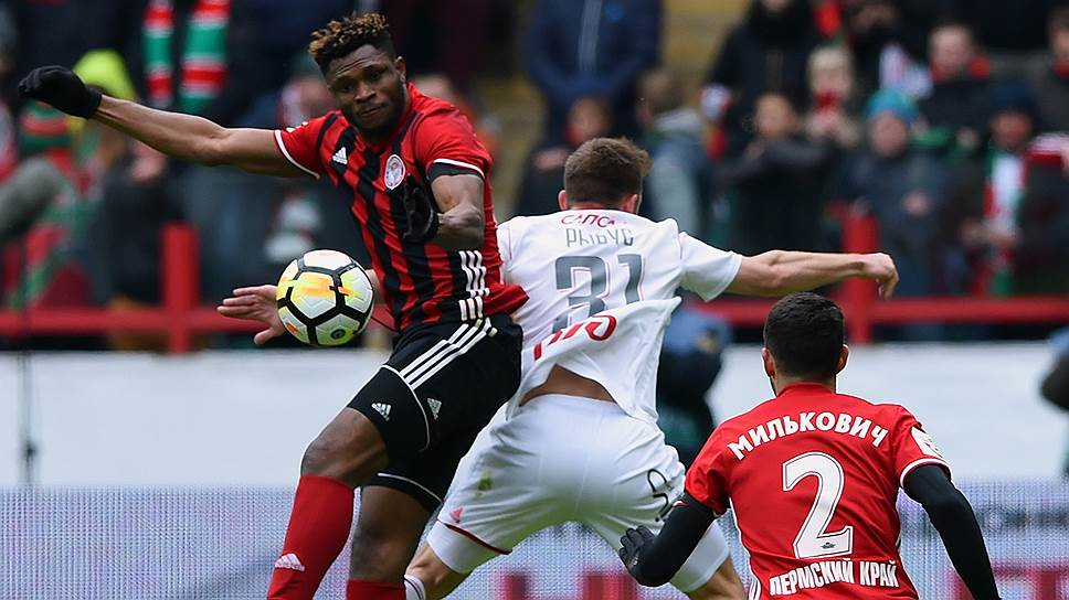 Главным героем тура стал 23-летний нигерийский нападающий «Амкара» Аарон Оланаре (слева), отметившийся дублем в ворота лидера чемпионата «Локомотива»