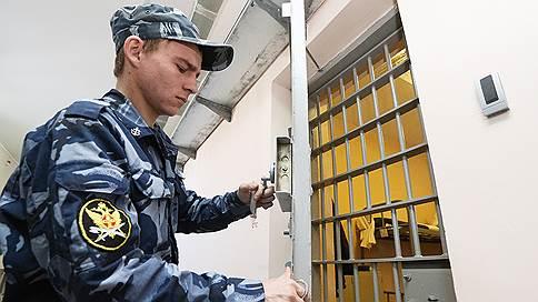 Офицеров ФСБ не стали штрафовать за взятку // Двое подсудимых получили сроки, третий наказан условно