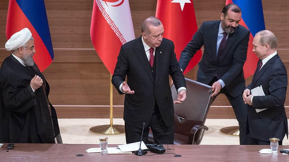 Стул из-под президента Эрдогана выдернули, кажется, в то самое мгновение, когда он произнес последнюю фразу