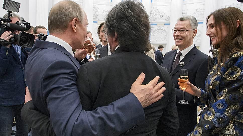 Как в апреле Владимир Путин в Екатерининском зале Кремля вручил президентские премии