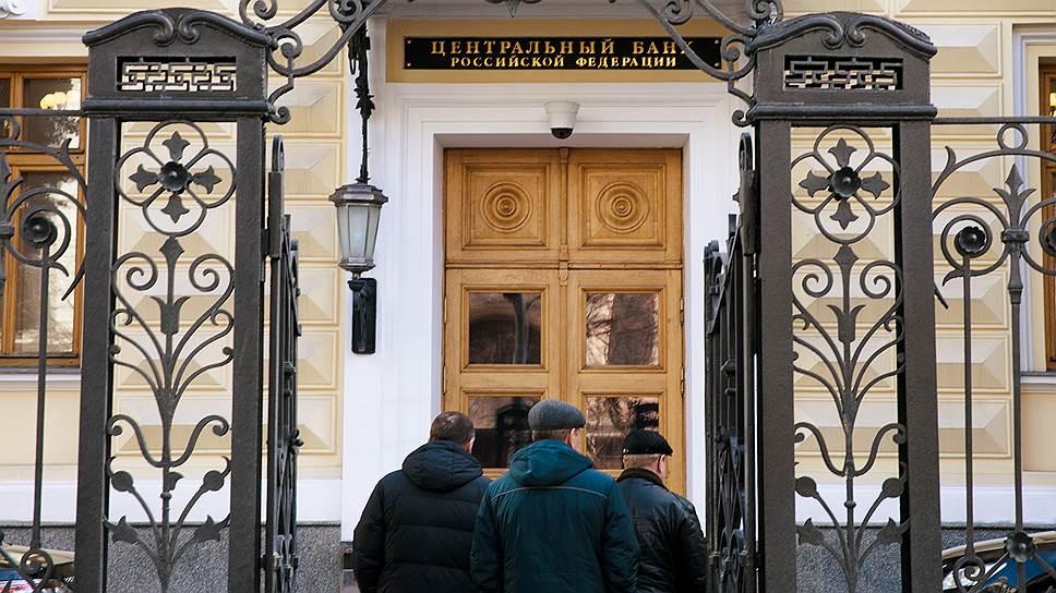Почему рост агентских продаж банков привлек внимание правозащитников и ЦБ