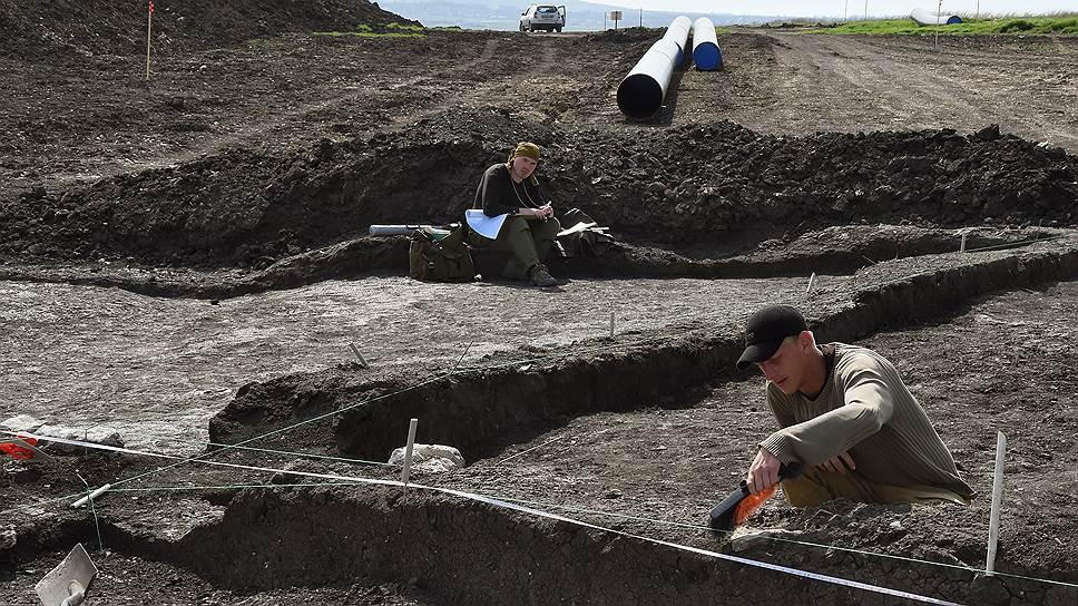 При строительстве линейных объектов в Крыму экспертиза позволила специалистам выявить сотни археологических памятников (на фото: спасательные раскопки на площадке строительства газопровода Керчь—Симферополь)