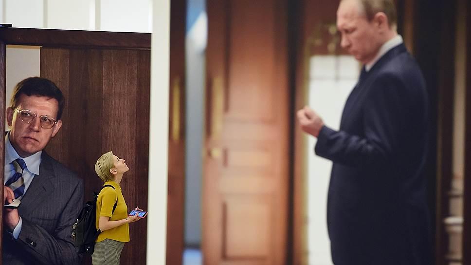 Выставку «Первополосные и закулисные» открывает моментально ставший мемом портрет Владимира Путина