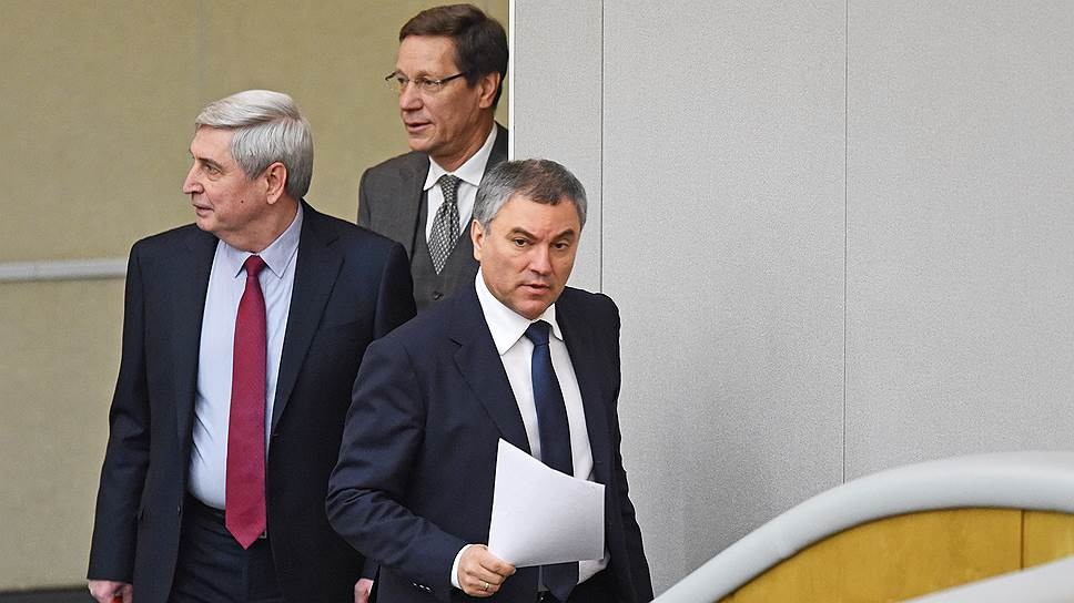 Спикер Госдумы Вячеслав Володин (справа) и его первые заместители Иван Мельников (слева) и Александр Жуков (в центре)
