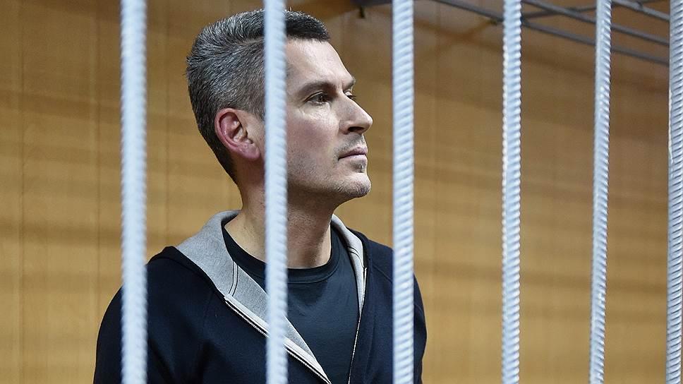 Почему Мосгорсуд оставил под арестом братьев Магомедовых