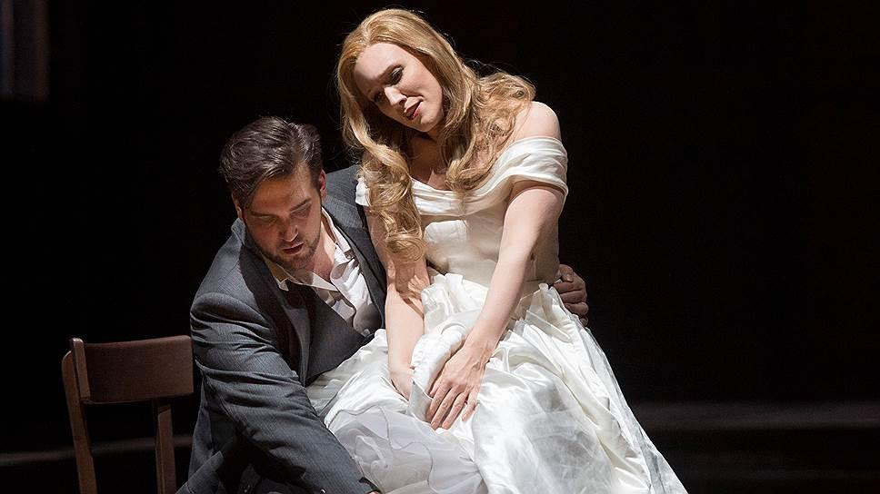 Сара Якубяк в роли Элианы — одно из тех чудес, благодаря которым постановка реабилитирует оперу Корнгольда