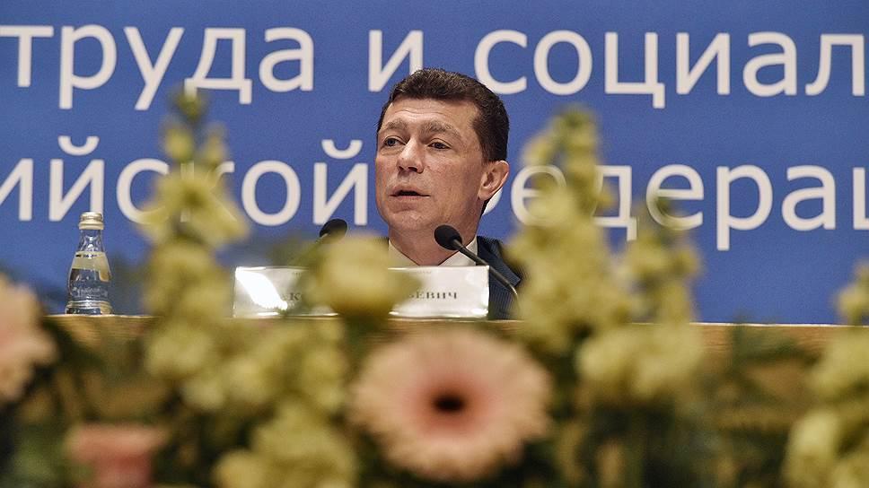 Минтруд во главе с Максимом Топилиным предлагает платить безработным много, но недолго