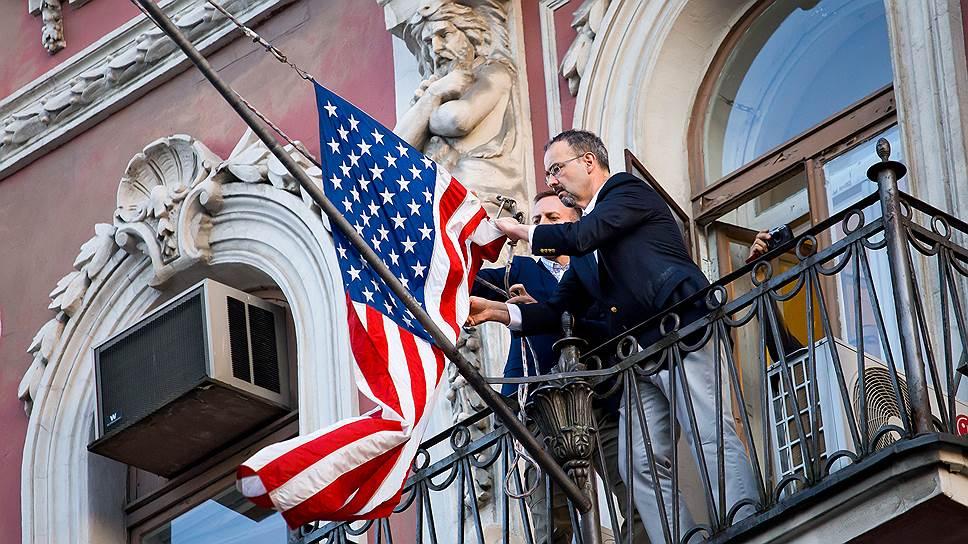 Где россиянам проще всего попасть в американское консульство