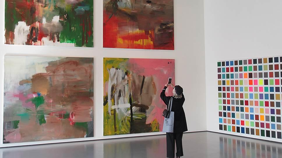 В Венеции абстрактные полотна Альберта Оэлена показывают с дворцовым размахом