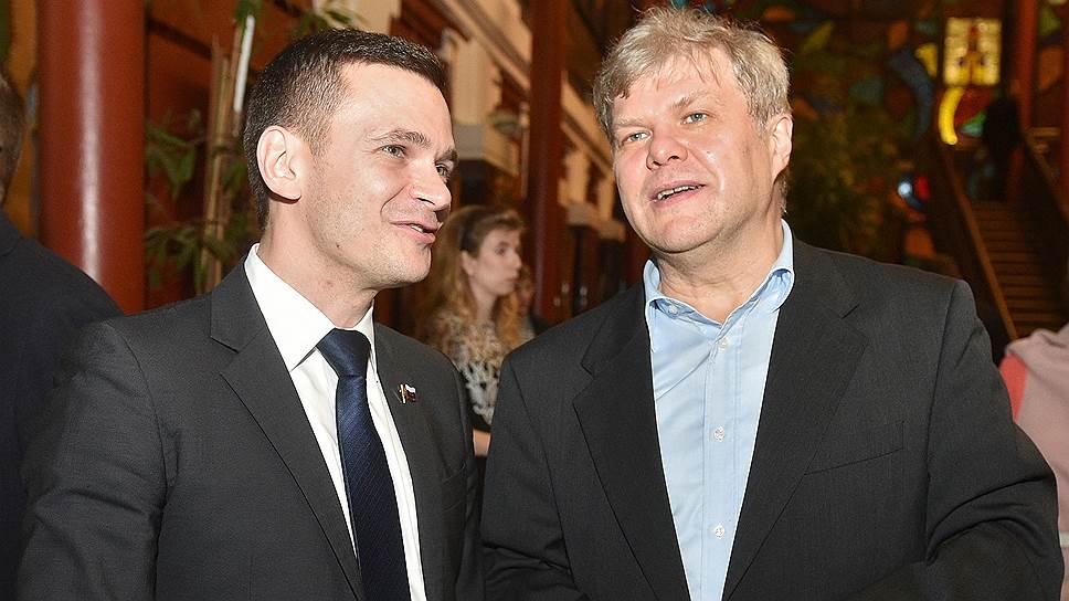 Бывший и нынешний «яблочники» Илья Яшин (слева) и Сергей Митрохин встретятся на выборах мэра Москвы