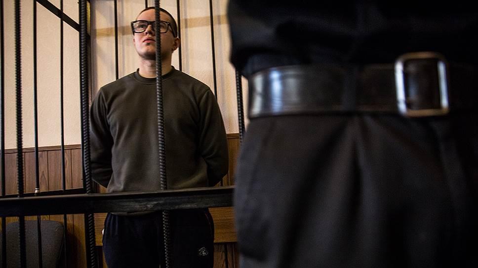 Военные следователи не нашли подтверждений применения пыток к Виктору Филинкову, а в СИЗО к нему продолжают приезжать сотрудники ФСБ, на которых он жаловался