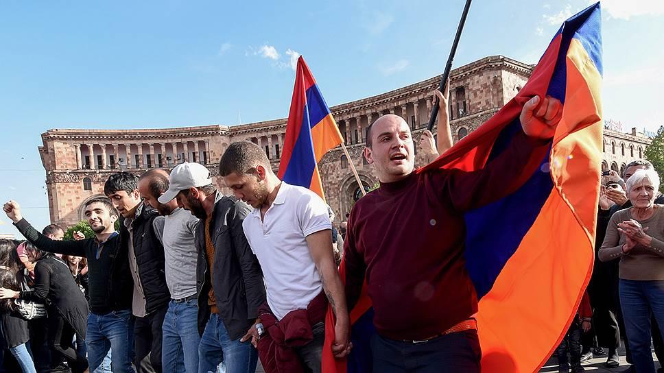 Как Серж Саргсян покинул свой пост из-за протестов