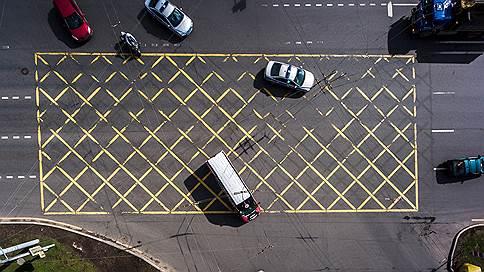 На дорогах станет больше желтого // В ПДД ввели вафельную разметку