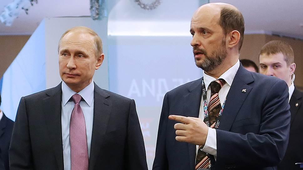 Президент России Владимир Путин (слева) и председатель совета Института развития интернета Герман Клименко
