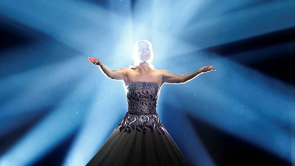 Одной из самых сильных финалисток смотрится певица не эстрадная, но оперная — эстонка Элина Нечаева