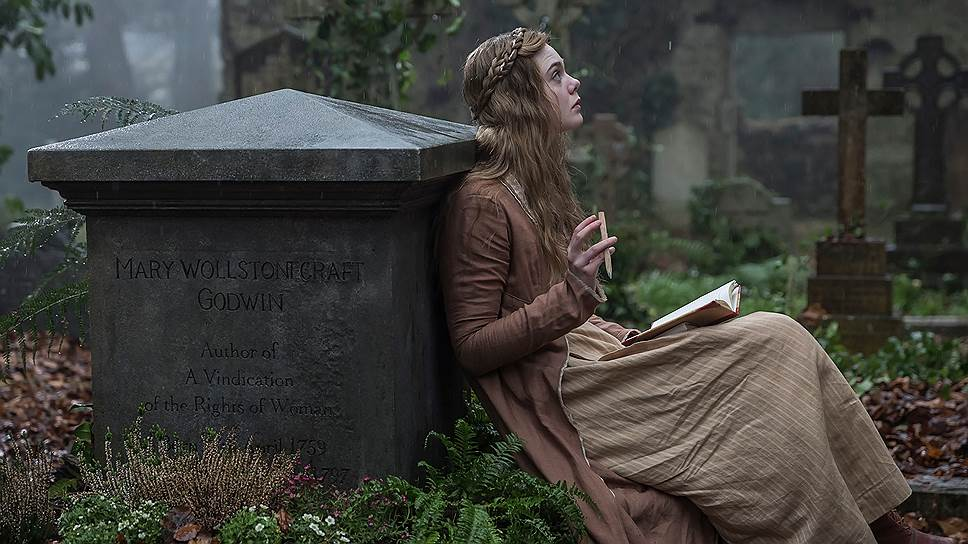 Тихие кладбищенские грезы приводят Мэри Шелли (Эль Фэннинг) к шумной славе писательницы и протофеминистки