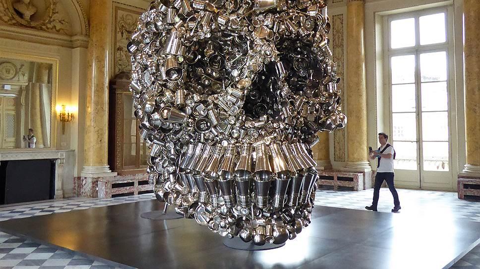 Кухонная утварь складывается в работах Субодха Гупты в самые затейливые объекты — например, в гигантский череп