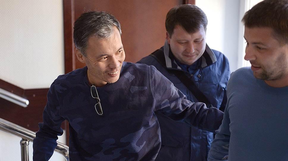 Банкира Ертаева в суд доставила полиция, а домой он уже вернулся сам