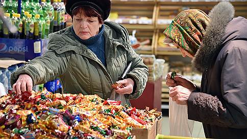 Конфеты подвели под арест // Владельцу крымской сети продуктовых магазинов инкриминируют сбыт небезопасных товаров