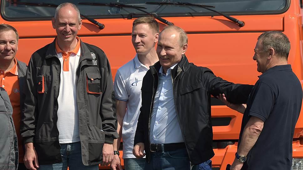 Ради чего Владимир Путин сел за баранку «КамАЗа»