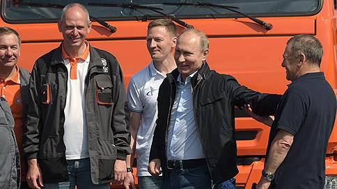 Вот что мост животворящий делает // Ради чего Владимир Путин сел за баранку КамАЗа
