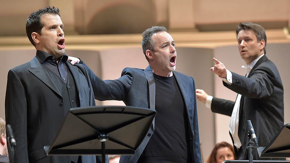 Усилиями Луки Пизарони (слева) и Стивена Костелло «Фауст» превратился в насмешливо-шутливую оперу (на фото — с Михаэлем Гюттлером)