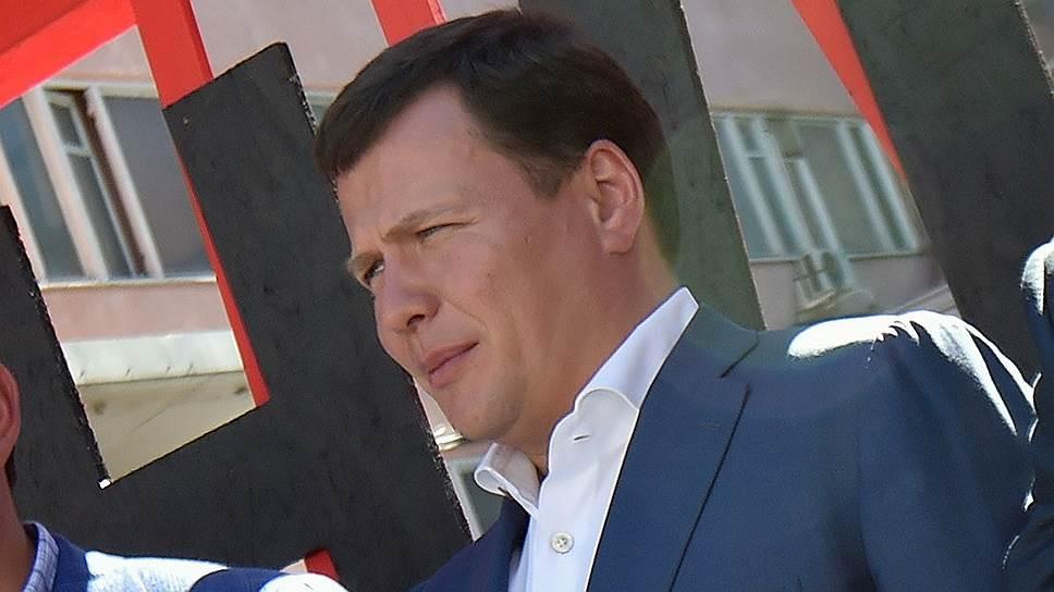 Индустриальный директор радиоэлектронного кластера «Ростеха» Сергей Куликов может перейти работать в прямое подчинение новому вице-премьеру по ОПК Юрию Борисову