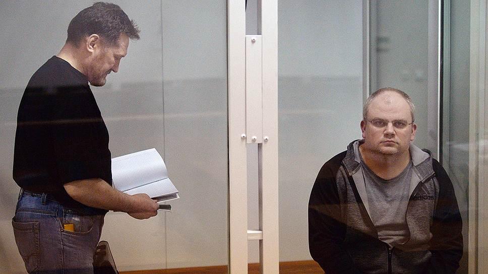 По версии следствия, чтобы избавиться от делового партнера, Антон Ерохин (справа) привлек сотника Геннадия Коротенко (слева)