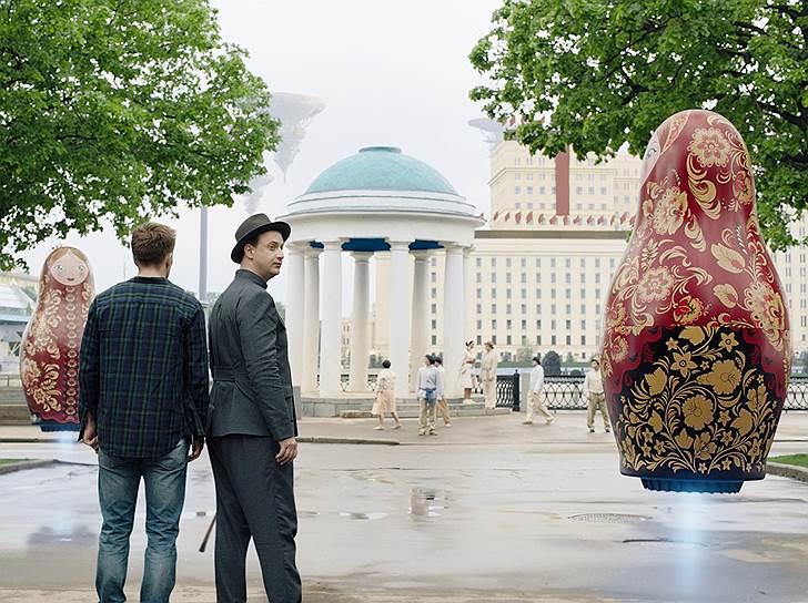 В фантазийной Москве Златоглавой и зло выдержано в общем колорите — например, летающие матрешки-убийцы