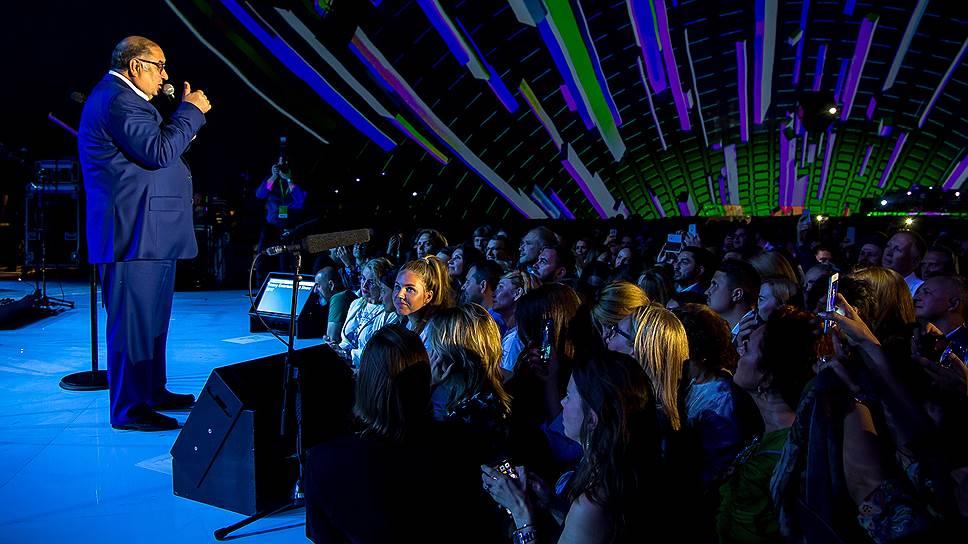 Акционер «МегаФона» Алишер Усманов поддержал юбилейную вечеринку компании в планетарии