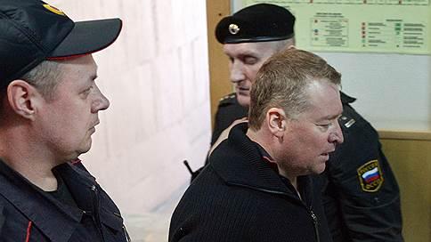 Экс-главе Марий Эл предъявили одну взятку и 30 патронов  / СКР завершил расследование дела Леонида Маркелова