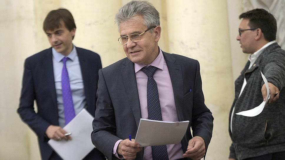 Академики во главе с Александром Сергеевым (в центре) в письме президенту сообщили, что его поправки к закону о РАН увязли в Госдуме