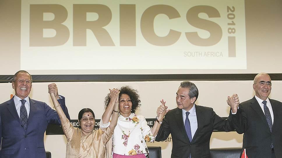 О чем говорили главы МИДов стран-участниц БРИКС в преддверии саммита