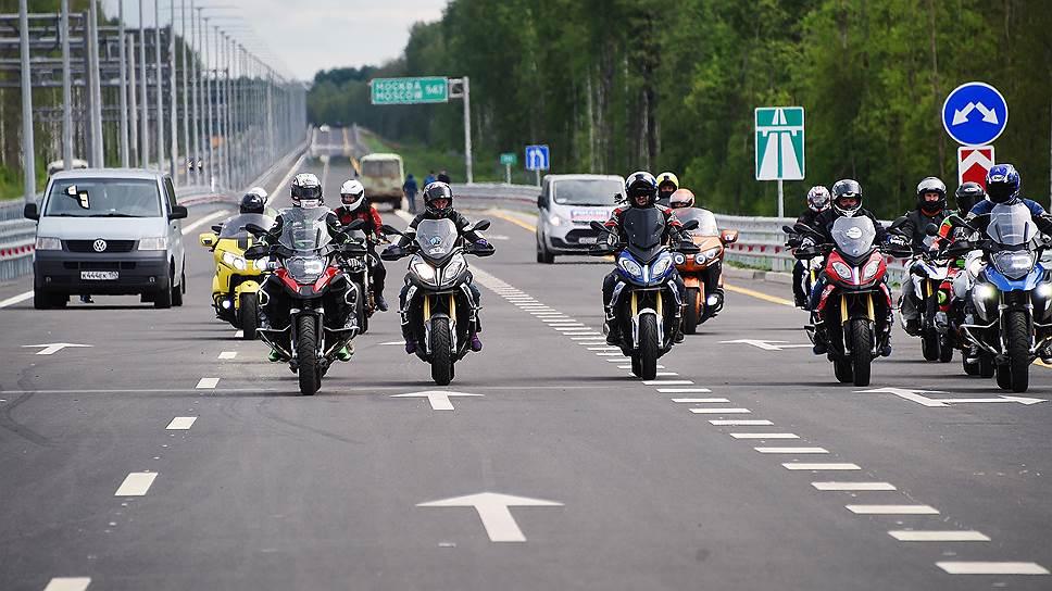 Новый участок М11 открыли торжественным проездом мотоциклистов