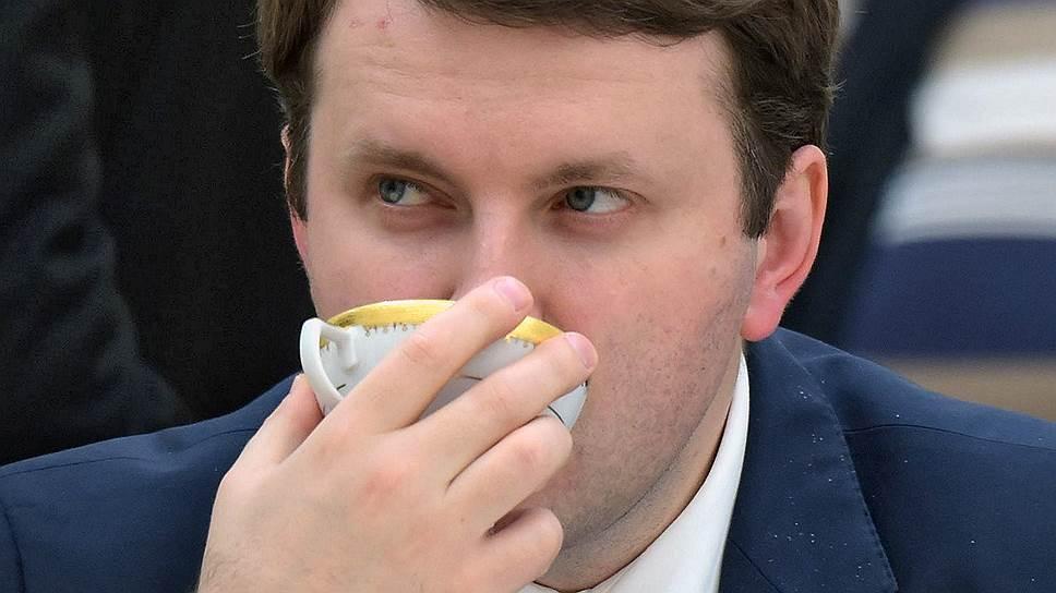 Министр экономики Максим Орешкин проводит последние спокойные минуты перед уходом на фронт торговой войны