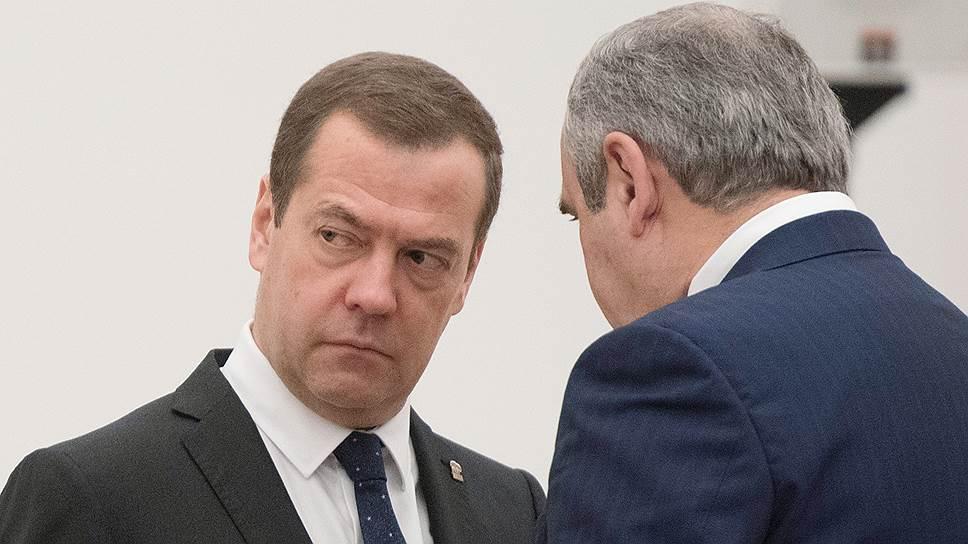 Председатель  «Единой России»  Дмитрий Медведев (слева) и секретарь Генсовета партии Сергей Неверов