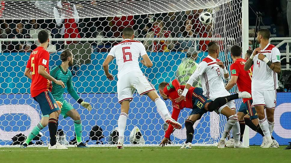Второй мяч в ворота сборной Испании Юсеф эн-Несери (№19) забил на 81-й минуте, но победу его команда удержать не смогла
