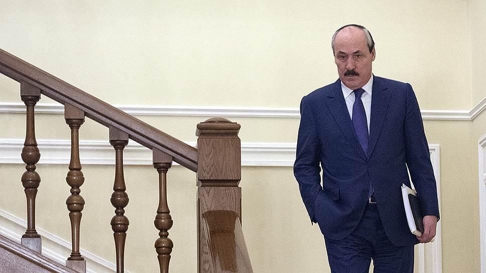 Рамазану Абдулатипову предложили статус свидетеля / Экс-главу республики хотят допросить по делу о хищениях в Дагестане