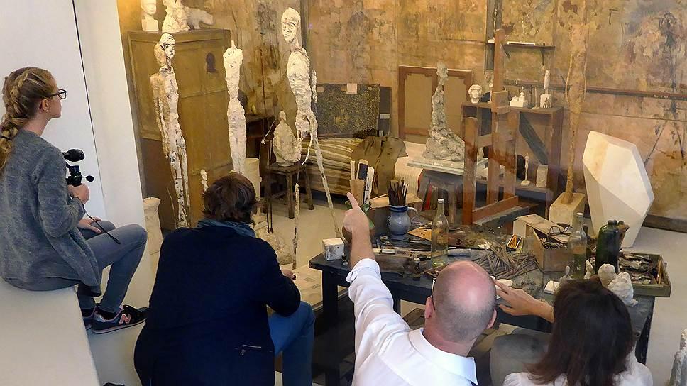 «Шагающих людей» Джакометти можно теперь увидеть в той обстановке, в которой они появились на свет