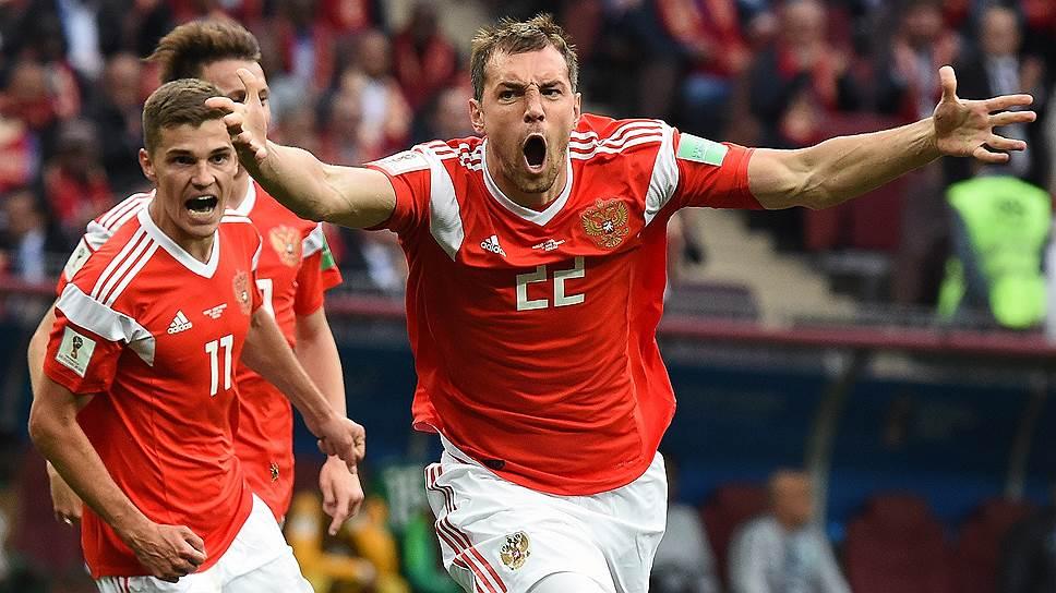 Чтобы справиться со сборной Испании, российской команде (на фото — Артем Дзюба) нужно предъявить все свои козыри — умение плотно обороняться, отбирать мяч и быстро контратаковать