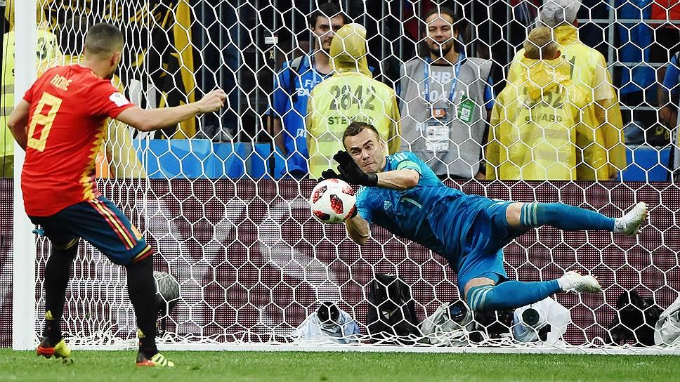 Игорь Акинфеев отразил два удара в серии послематчевых пенальти и вывел сборную России в 1/4 финала
